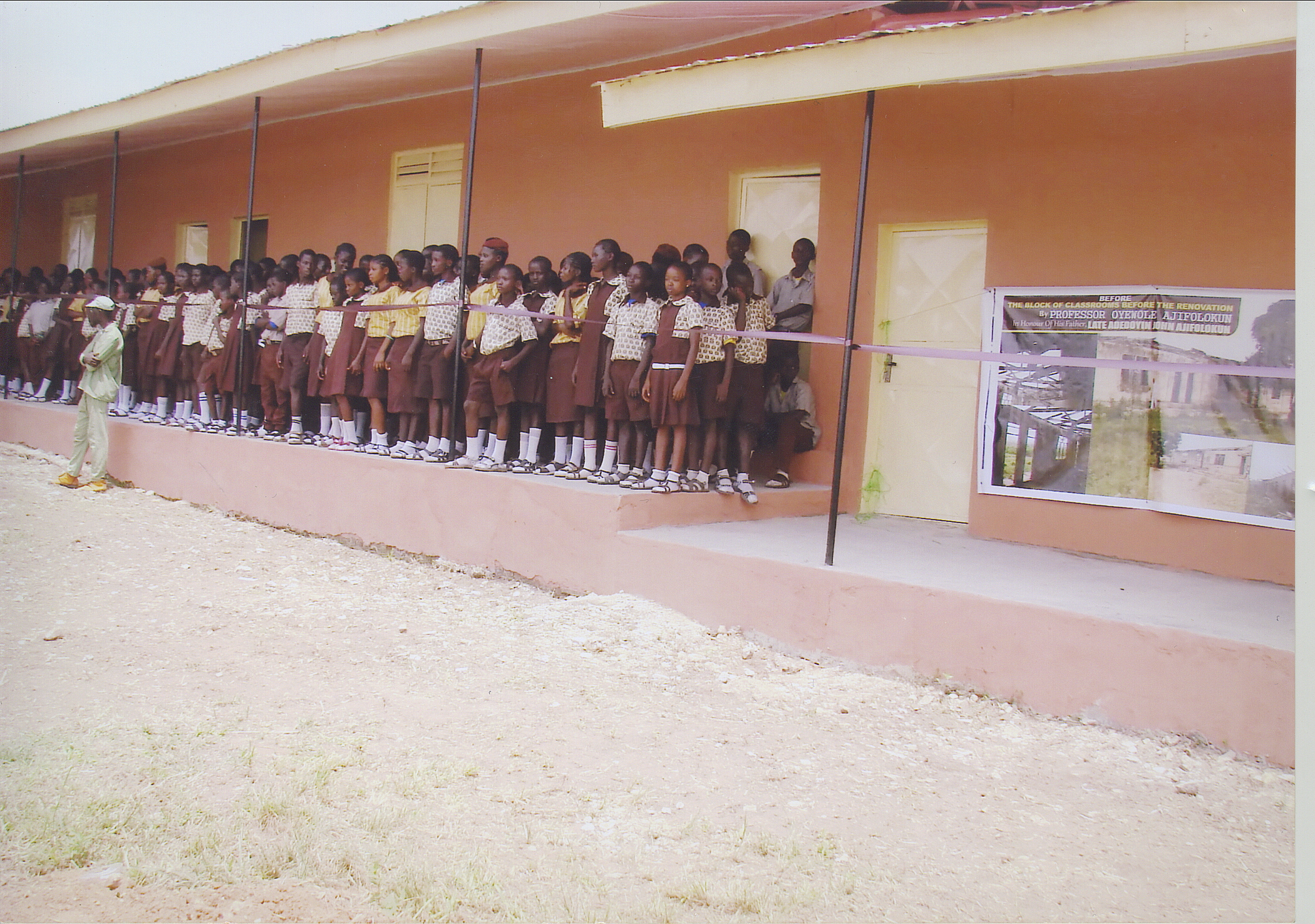 Students At Ere-Ijesha Grammar School - Standing In Front Of Newly Donated Building By Dr Ajifolokun